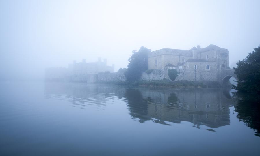 sarah_medway_castle_moat_fog_blue_dawn_6109
