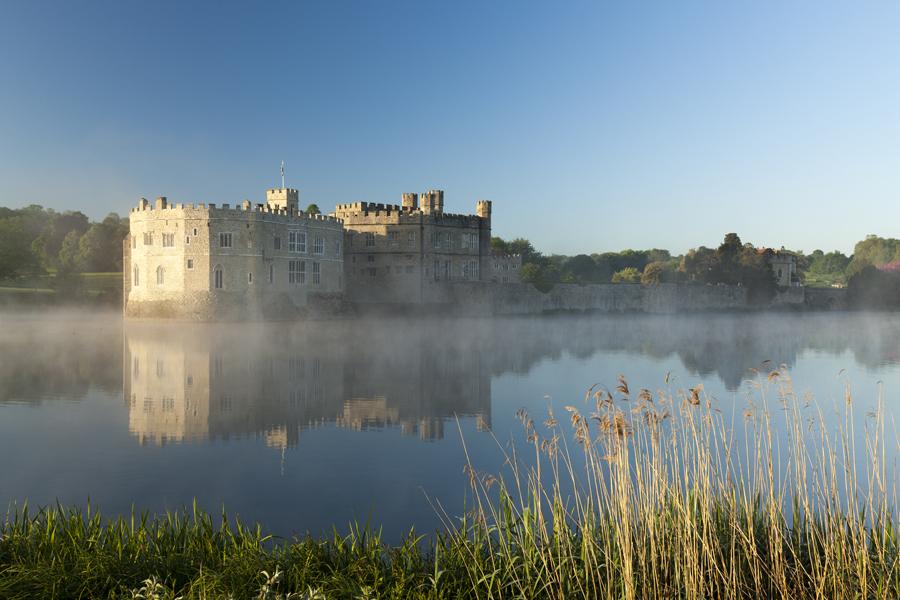 sarah_medway_leeds_castle_morning_mist_270515_4194